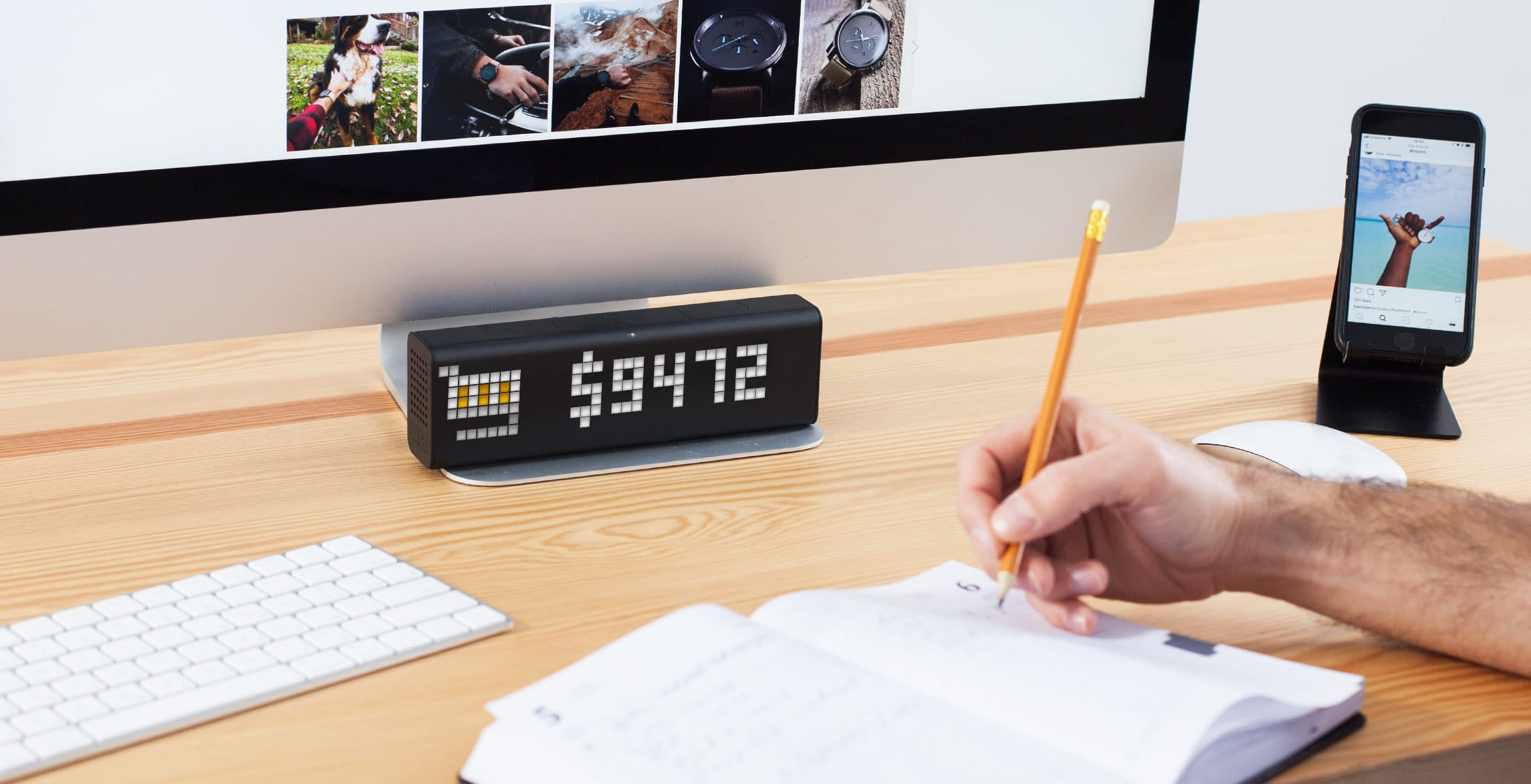 LaMetric Time smart clock complements the desk setup and displays revenue of the e-commerce watch store