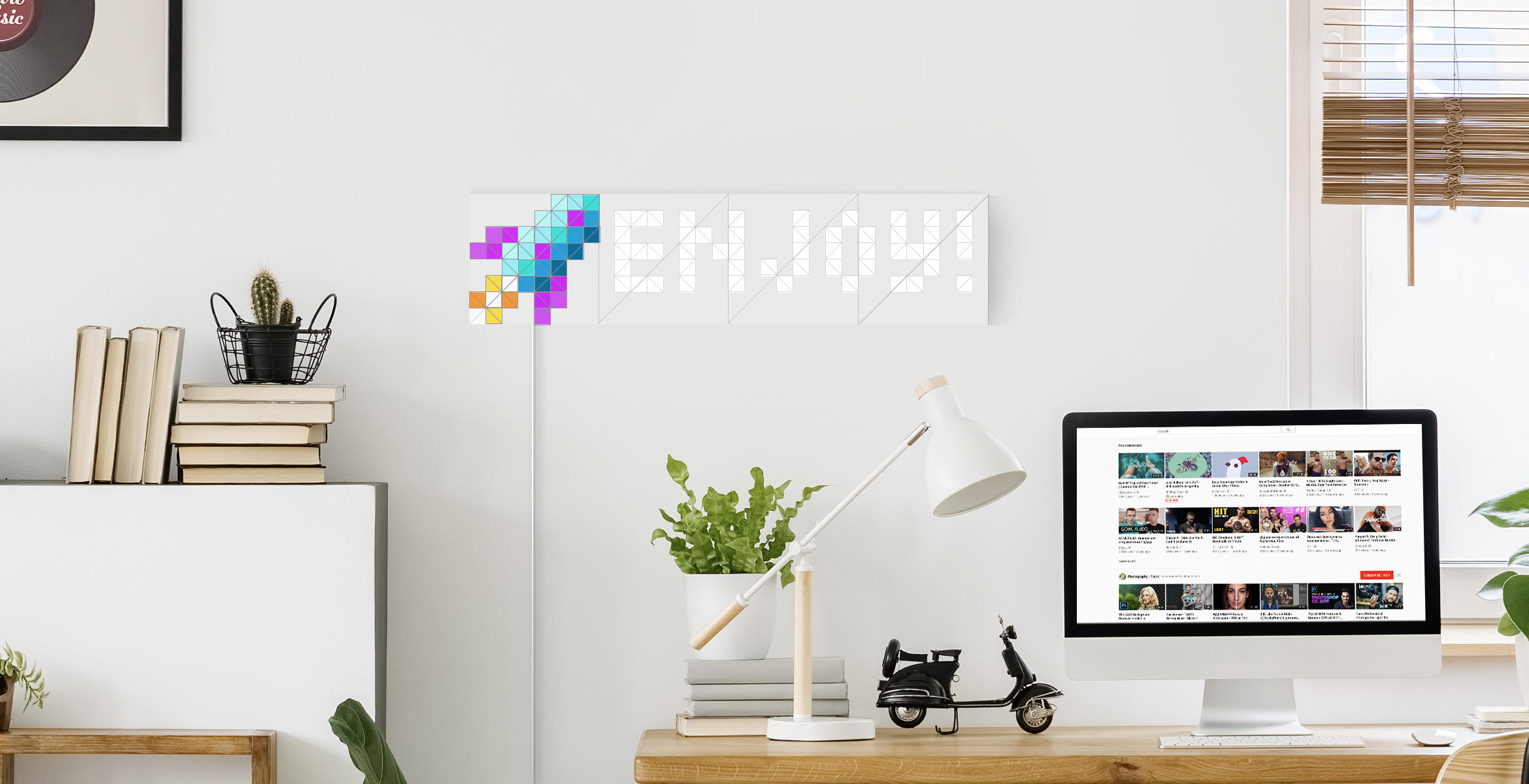 Infoscreen shape, assembled from 16 smart light surfaces, complements desk setup, displays custom message and rocket Sky face