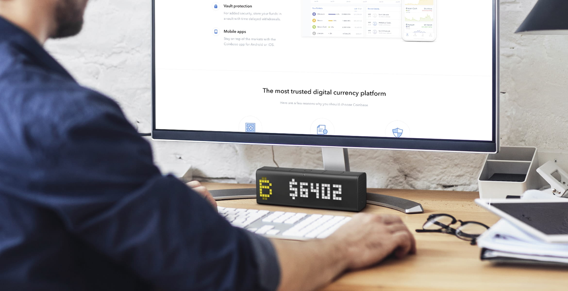 LaMetric Time digital clock complements the desk setup and displays bitcoin rate