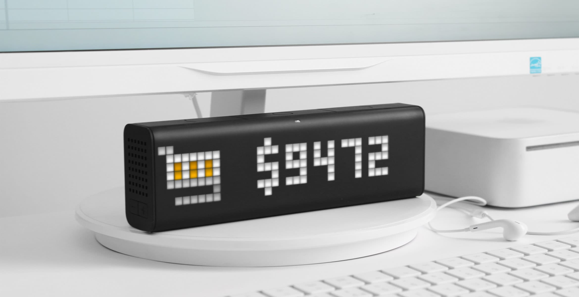 LaMetric Time smart clock complements the desk setup and displays revenue of the e-commerce